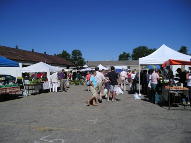 public markets sunny day at the market with visitors on the site stratford farmers market stratford ontario canada ulocal local products local purchase local produce locavore tourist