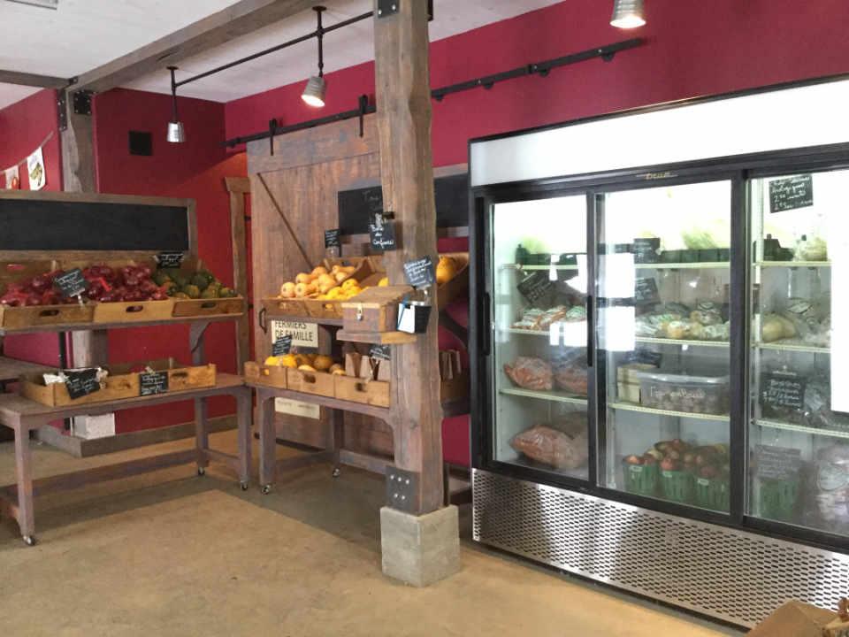 Fermier de famille fruits et légumes biologiques Marché et bistro fermiers aux petits oignons Mont-Tremblant Ulocal produit local achat local