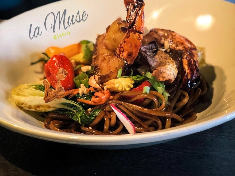 restaurant asian shrimp pasta dish bistro la muse baie-saint-paul quebec canada ulocal local products local purchase local produce locavore tourist