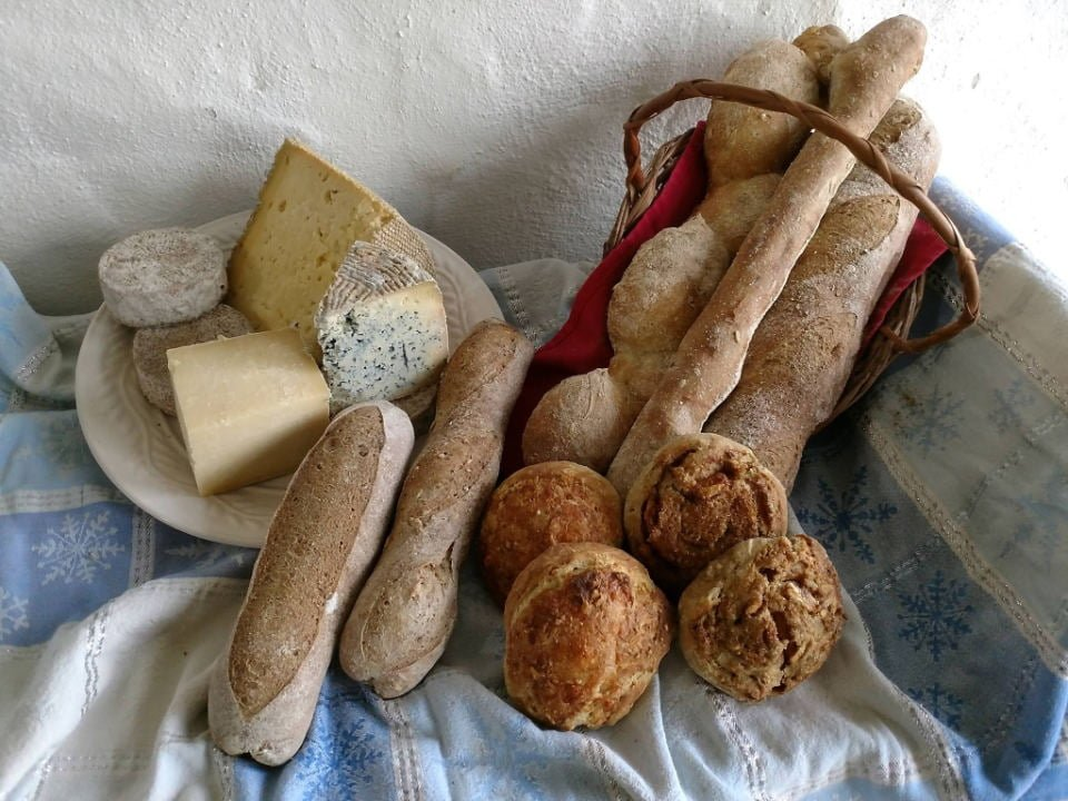 cheese factories basket of artisan bread and cheese platter bobolink dairy and bakehouse milford new jersey united states ulocal local products local purchase local produce locavore tourist