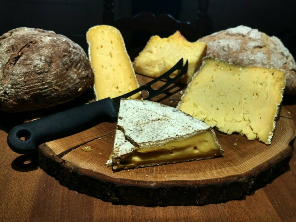 cheese factories cheese platter with artisanal bread bobolink dairy and bakehouse milford new jersey united states ulocal local products local purchase local produce locavore tourist