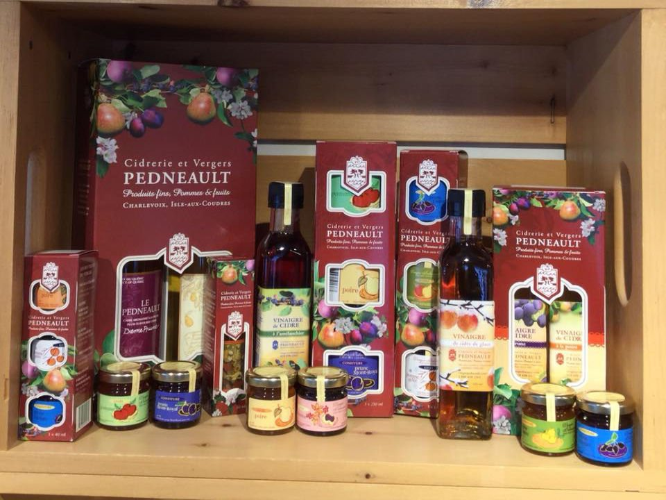 boutique diversified products cider bottles jams cidrerie vergers pedneault baie-saint-paul quebec canada ulocal local products local purchase local produce locavore tourist