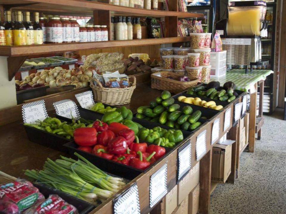 marché de fruits et/ou légumes boutique de la ferme de fruits et légumes avec produits maison confitures conserves flying feather farm moorestown jersey états unis ulocal produits locaux achat local produits du terroir locavore touriste