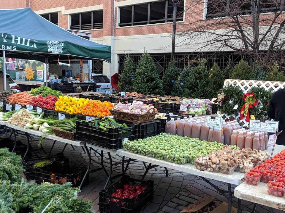 marché public marché extérieur de producteurs locaux kiosque de fruits et légumes frais garden street farmers market hoboken new jersey états unis ulocal produits locaux achat local produits du terroir locavore touriste