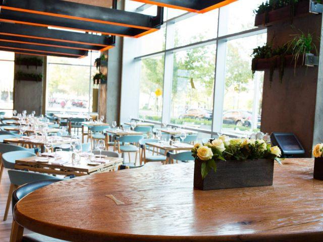 restaurant superbe décoration aux couleurs terre et mer avec grandes fenêtres sur le devant halifax hoboken hoboken new jersey états unis ulocal produits locaux achat local produits du terroir locavore touriste