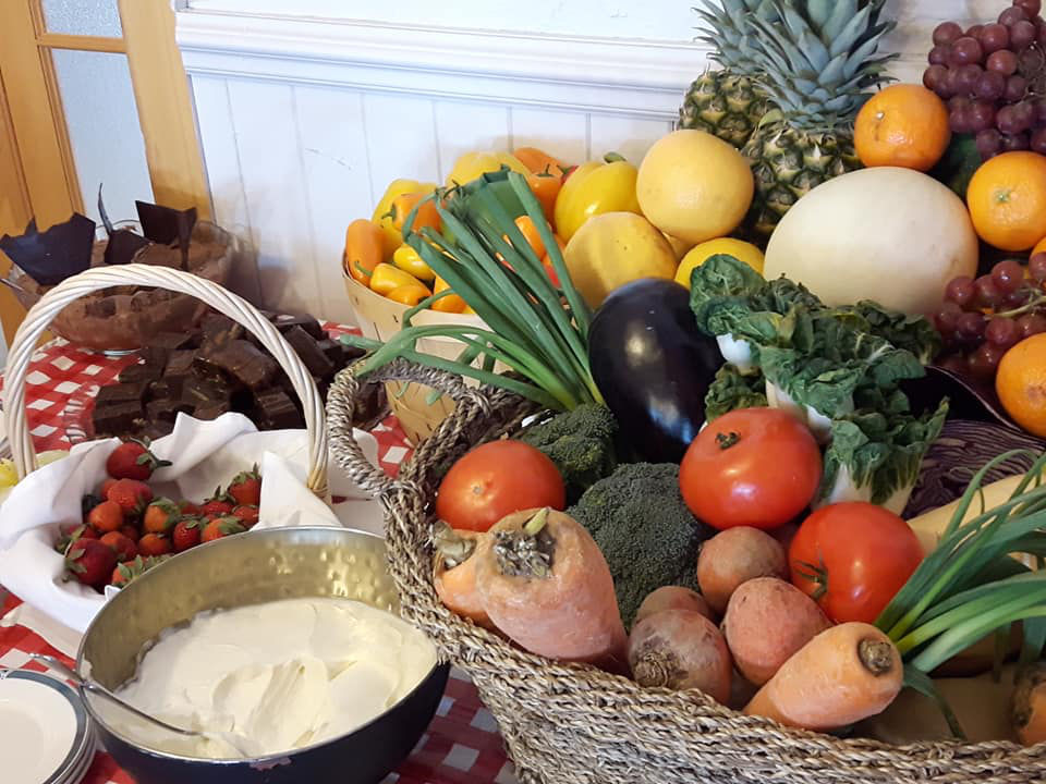 restaurant local fruits and vegetables in a basket with chocolate and bowl of cream hôtel cap-aux-pierres la baleine quebec canada ulocal local products local purchase local produce locavore tourist