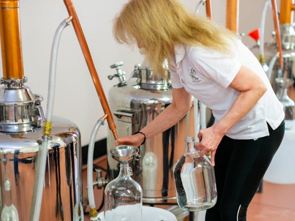 alcool la propriétaire dans la distillerie lazy eye distillery richland new jersey united states ulocal produits locaux achat local produits du terroir locavore touriste