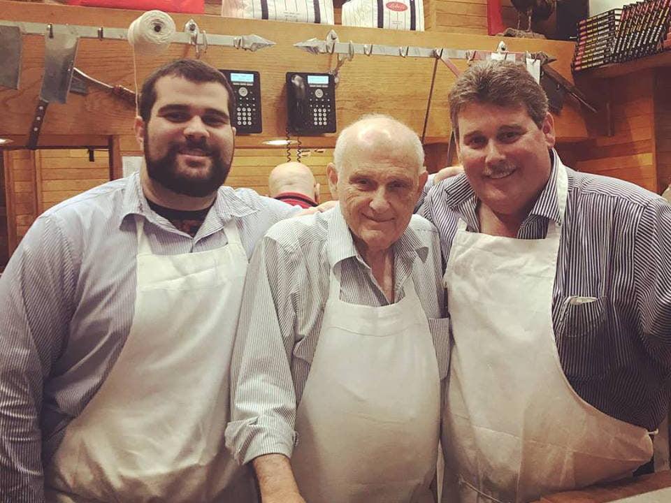 boucherie 3 générations de boucher travaillant côte à côte lobels prime meats new york york états unis ulocal produits locaux achat local produits du terroir locavore touriste