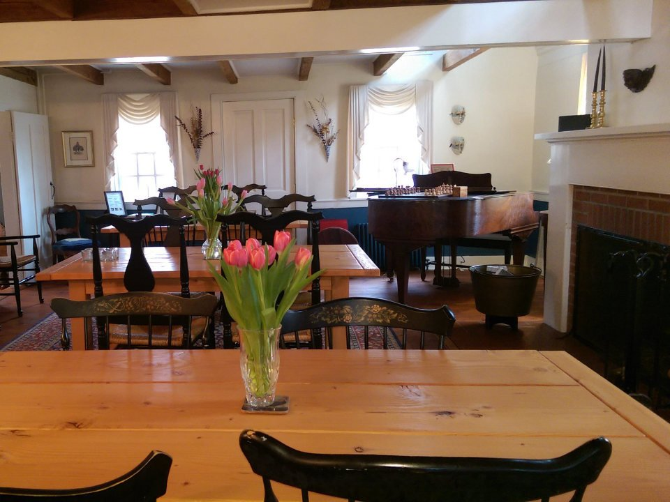 vignoble chaleureuse salle de dégustation avec foyer et proximité de la cuisine de la ferme mount salem vineyards pittstown new jersey états unis ulocal produits locaux achat local produits du terroir locavore touriste