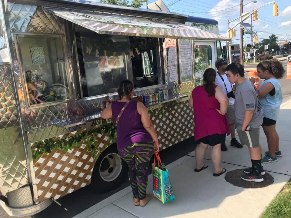 marché public food truck avec client palmyra farmers market palmyra jersey états unis ulocal produits locaux achat local produits du terroir locavore touriste