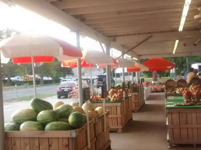 produce markets various fruit and vegetable tables under the shelter pastore orchards hammonton new jersey united states ulocal local products local purchase local produce locavore tourist