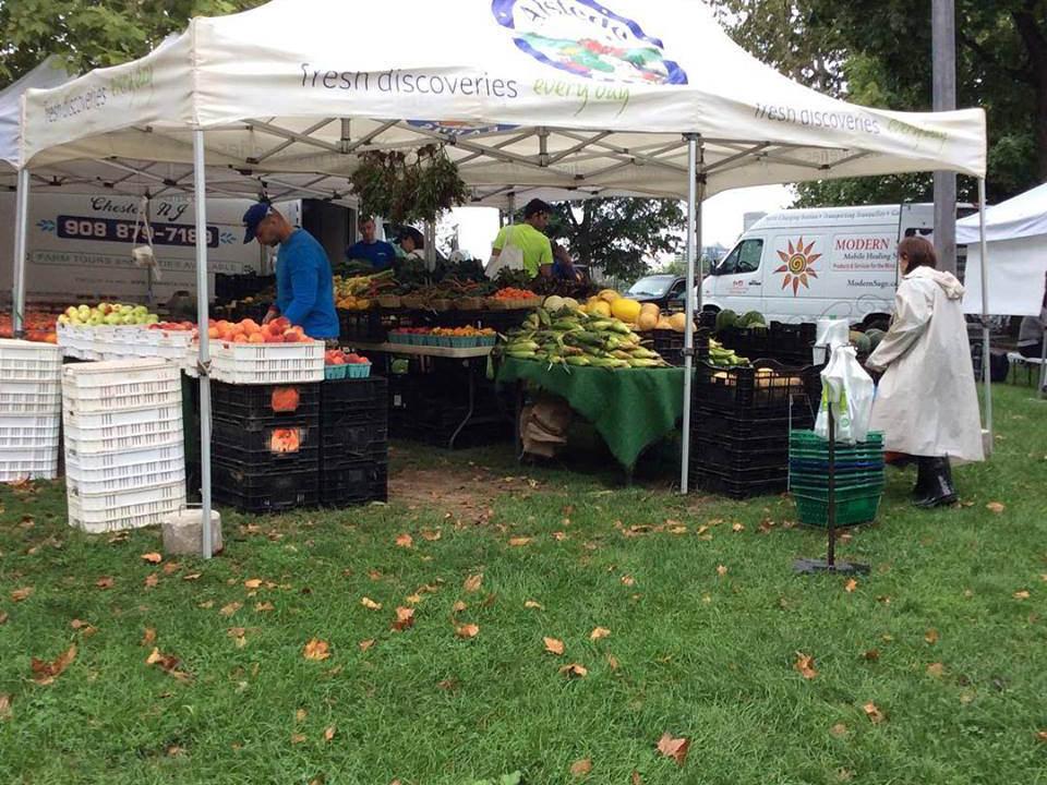 marché public kiosques de fruits et légumes riverview farmers market jersey city new jersey états unis ulocal produits locaux achat local produits du terroir locavore touriste
