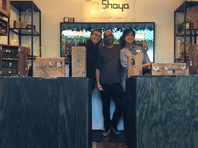 bijoux et accessoires l'équipe de shaya dans leur boutique shaya nyc manhattan new york états unis ulocal produits locaux achat local produits du terroir locavore touriste