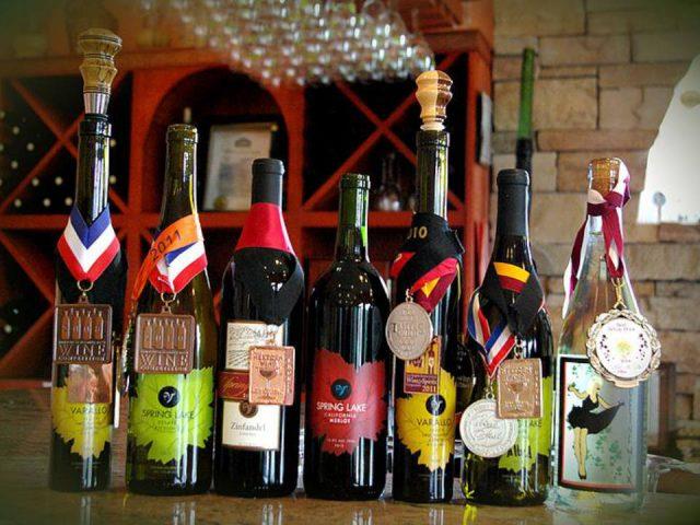 vignoble variété de 7 bouteilles de vin du vignoble médaillés spring lake winery lockport new york états unis ulocal produits locaux achat local produits du terroir locavore touriste