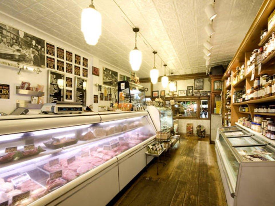 boucherie intérieur de la boucherie avec grand comptoir réfrigéré staubitz market brooklyn york états unis ulocal produits locaux achat local produits du terroir locavore touriste