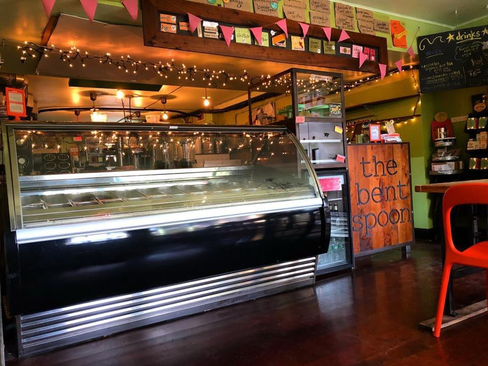 restaurant intérieur chaleureux avec présentoir réfrigéré the bent spoon princeton new jersey états unis ulocal produits locaux achat local produits du terroir locavore touriste