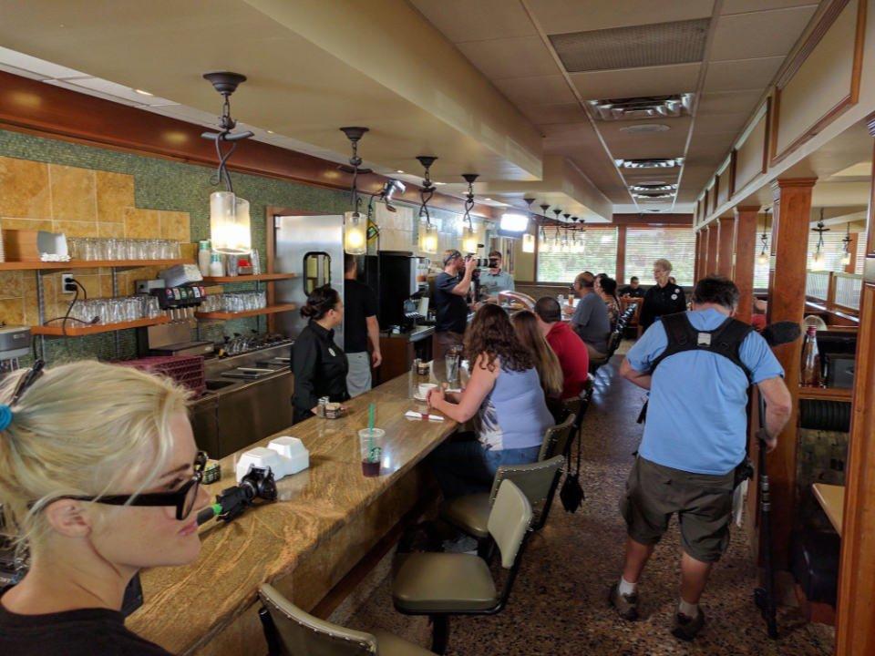 restaurant intérieur du restaurant avec clients et employés vincentown diner southampton township new jersey états unis ulocal produits locaux achat local produits du terroir locavore touriste