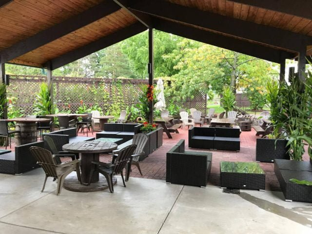 vignoble magnifique terrasse couverte style lounde becker farms and vizcarra vineyards gasport new york états unis ulocal produits locaux achat local produits du terroir locavore touriste
