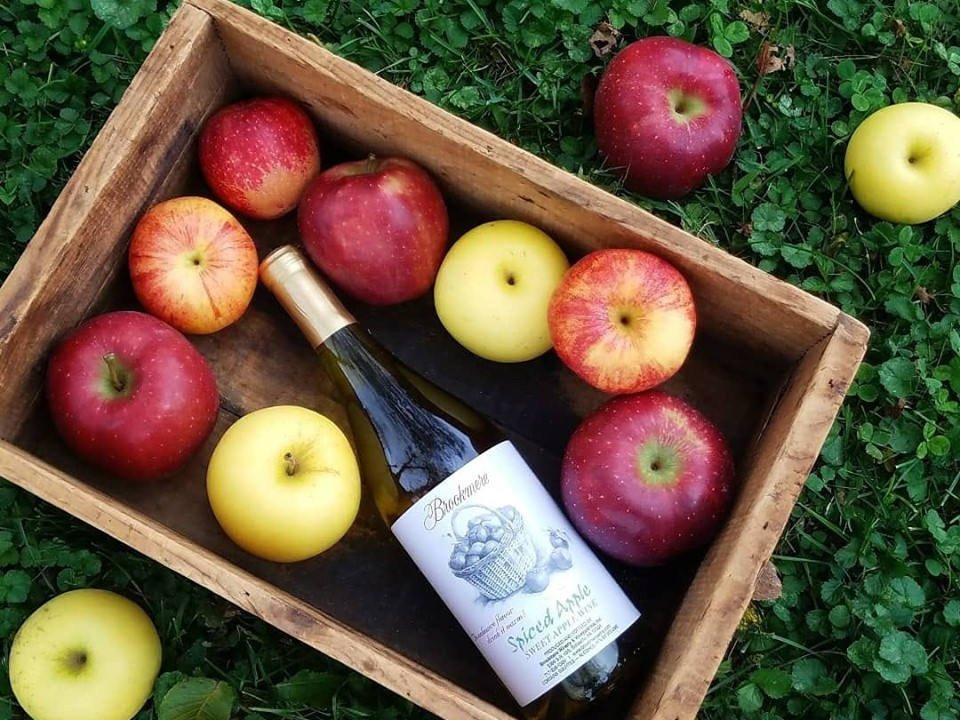 vineyards bottle of wine in a wooden crate filled with apples brookmere winery and vineyard inn belleville pennsylvania united states ulocal local products local purchase local produce locavore tourist