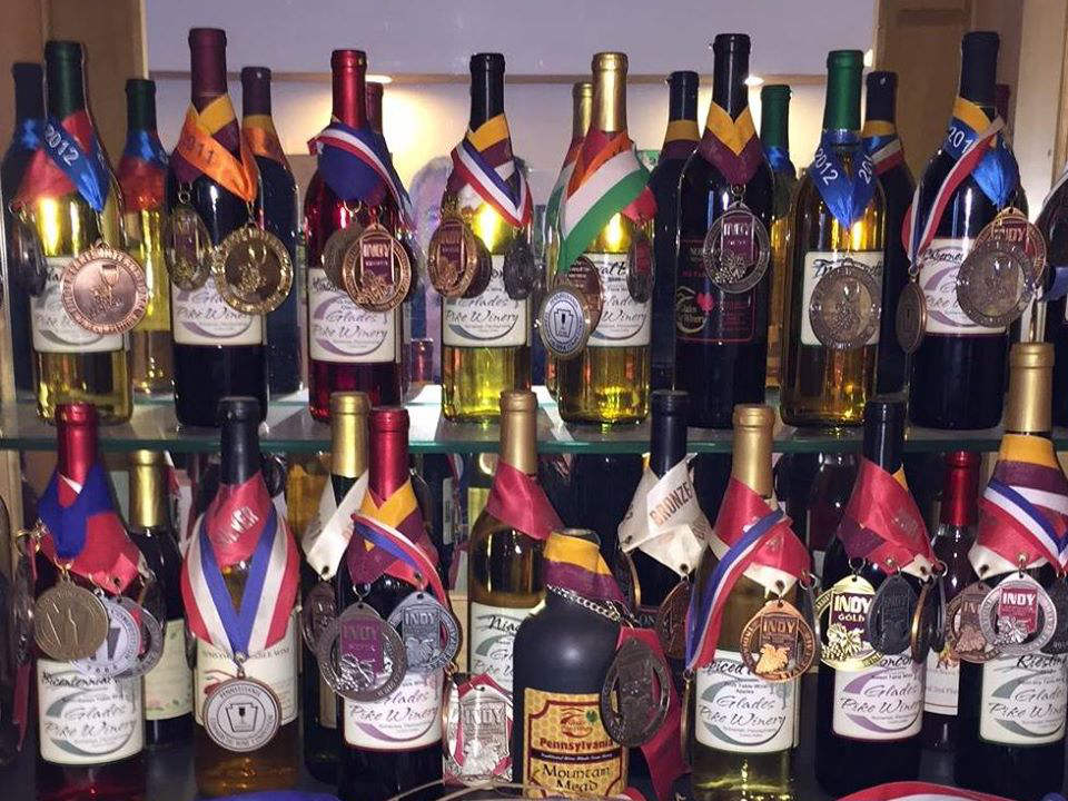 vignoble assortiment de bouteilles de vin primées du vignoble glades pike winery somerset pennsylvanie états unis ulocal produits locaux achat local produits du terroir locavore touriste