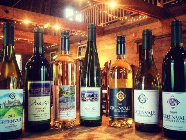 vignoble assortiment de vin du vignoble dans la salle de dégustation greenvale vineyards portsmouth rhode island états unis ulocal produits locaux achat local produits du terroir locavore touriste