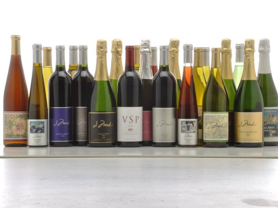 vignoble assortiment de toutes les variétés de vin du vignoble champagnes rouges blancs j maki winery elverson pennsylvanie états unis ulocal produits locaux achat local produits du terroir locavore touriste