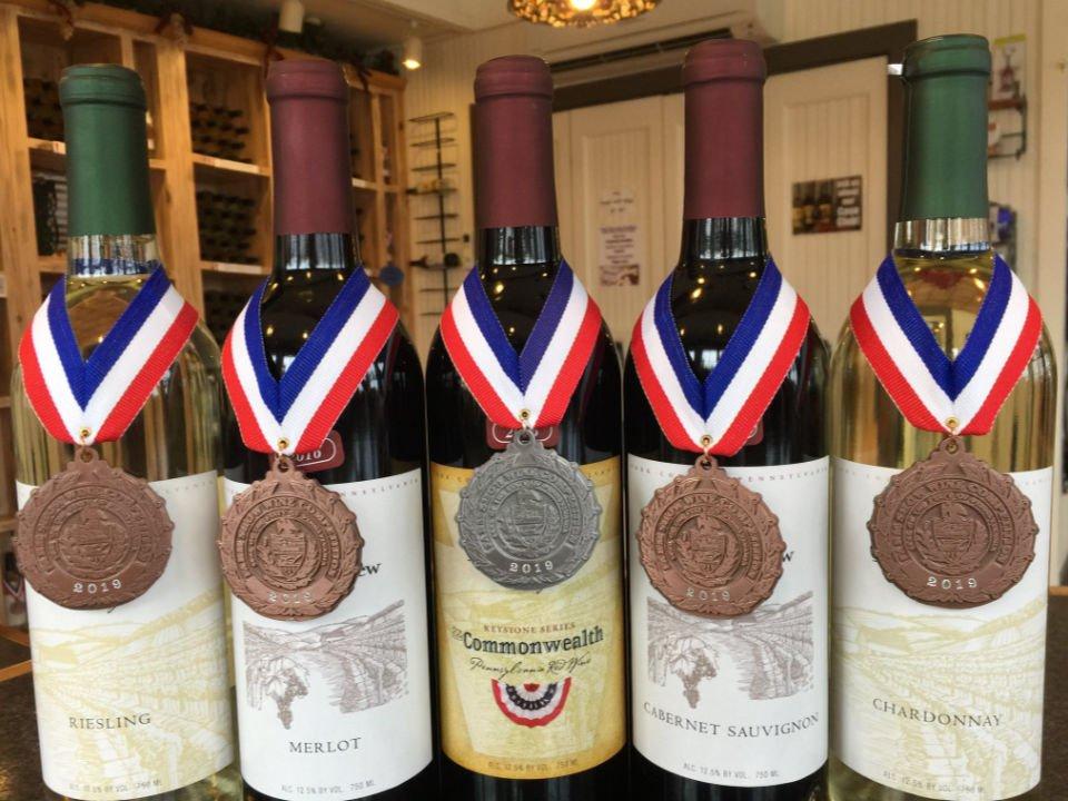 vignoble assortiment de bouteilles de vin primées du vignoble logans view winery loganville pennsylvanie états unis ulocal produits locaux achat local produits du terroir locavore touriste