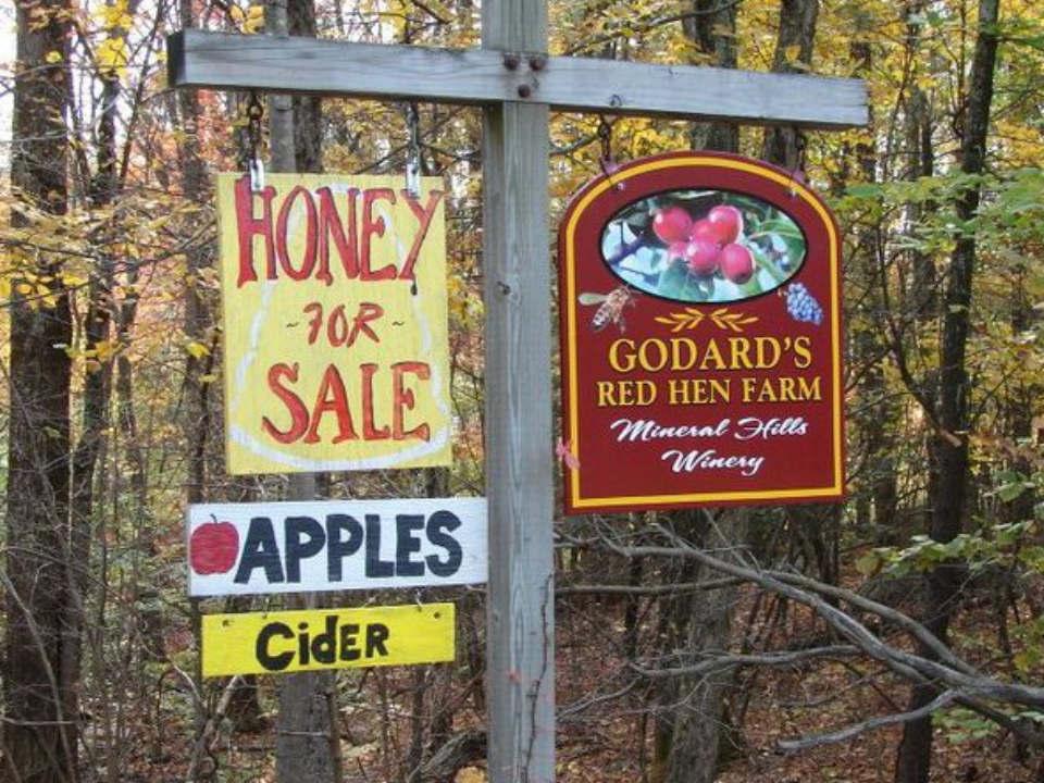 vignoble enseigne extérieure de la ferme miel et vignoble mineral hills winery florence massachusetts états unis ulocal produits locaux achat local produits du terroir locavore touriste