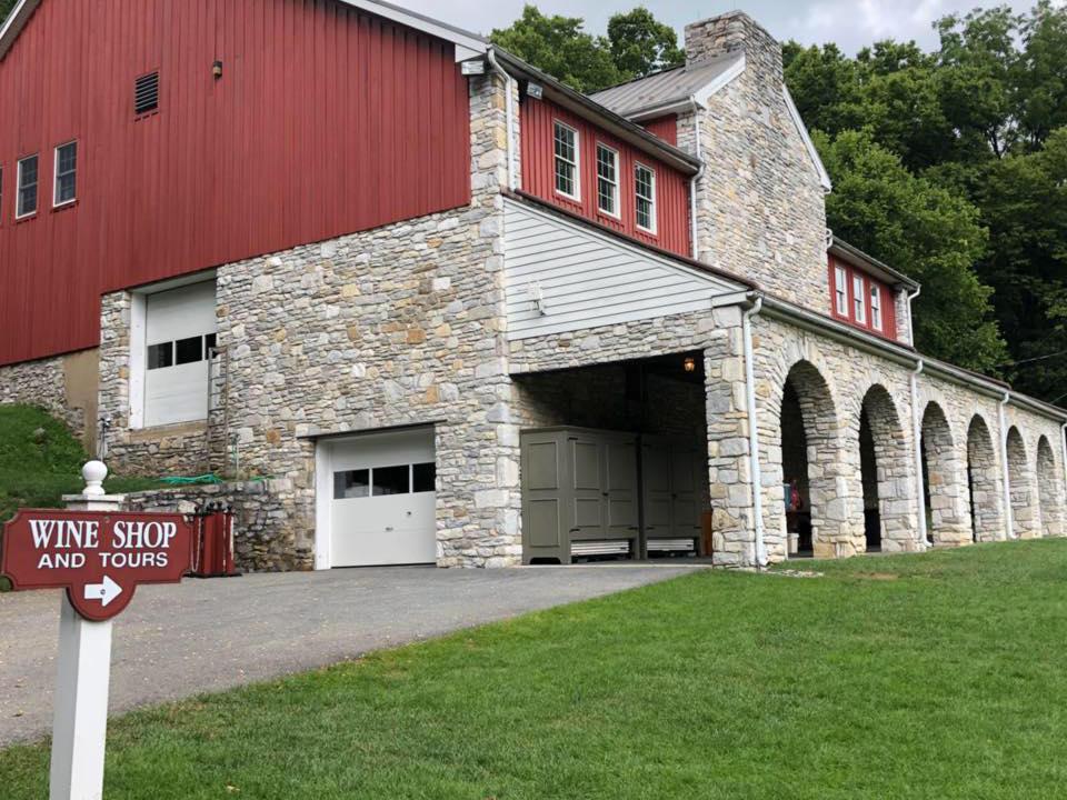vignoble bâtisse en brique rouge et grise comme édifice vinicole nissley vineyards bainbridge pennsylvanie états unis ulocal produits locaux achat local produits du terroir locavore touriste