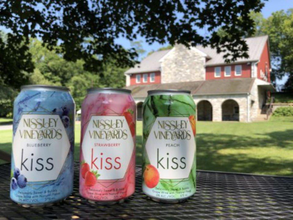 vignoble 3 cannettes de boissons de fruits du vignoble avec bâtisse et terrain nissley vineyards bainbridge pennsylvanie états unis ulocal produits locaux achat local produits du terroir locavore touriste