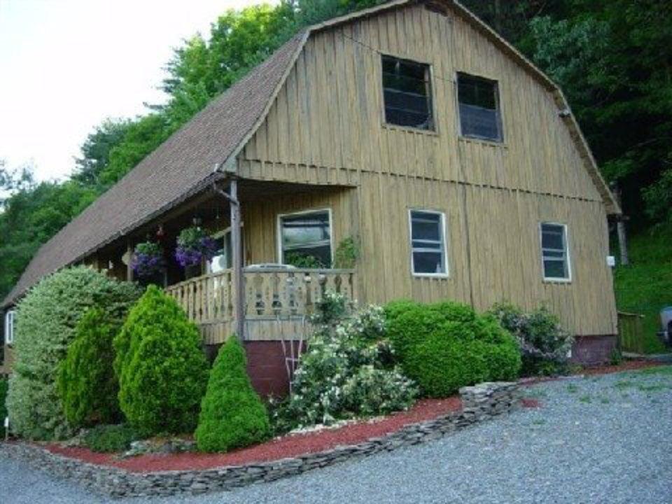 vignoble bâtisse viticole en bois avec balcon pickering winery wysox pennsylvanie états unis ulocal produits locaux achat local produits du terroir locavore touriste