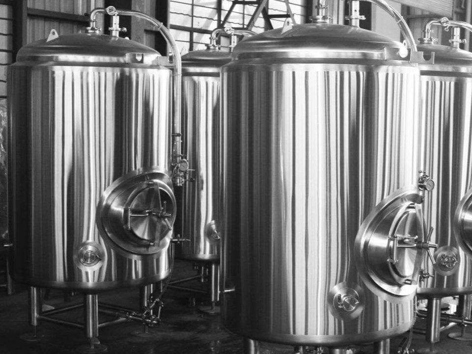 microbrasseries usine de production de bière artisanale réservoirs en acier inoxydable providence brewing company north providence rhode island états unis ulocal produits locaux achat local produits du terroir locavore touriste