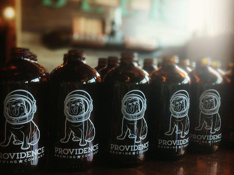 microbrasseries bière artisanale en bouteilles de la brasserie providence brewing company north providence rhode island états unis ulocal produits locaux achat local produits du terroir locavore touriste
