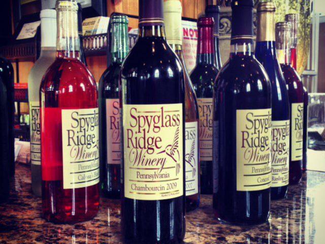 vignoble assortiment de bouteilles de vin du vignoble spyglass ridge winery sunbury pennsylvanie états unis ulocal produits locaux achat local produits du terroir locavore touriste