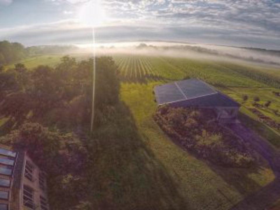 vignoble vue aérienne du domaine et de l'établissement viticole avec le soleil qui reflète stargazers vineyard coatesville pennsylvanie états unis ulocal produits locaux achat local produits du terroir locavore touriste