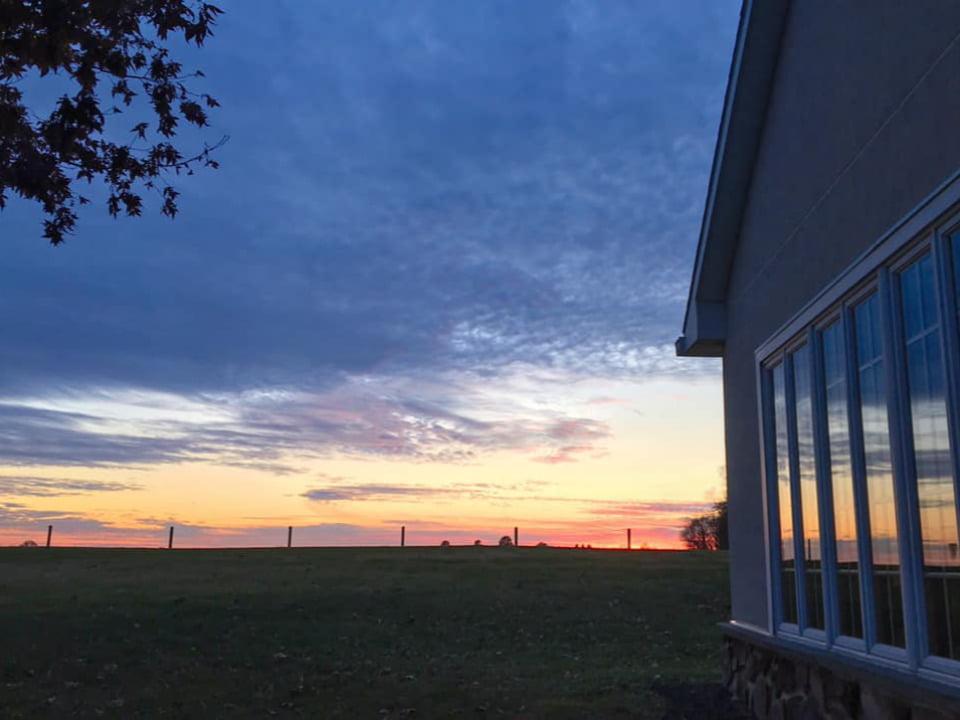 vignoble magnifique coucher de soleil sur le domaine waltz vineyards estate winery manheim pennsylvanie états unis ulocal produits locaux achat local produits du terroir locavore touriste