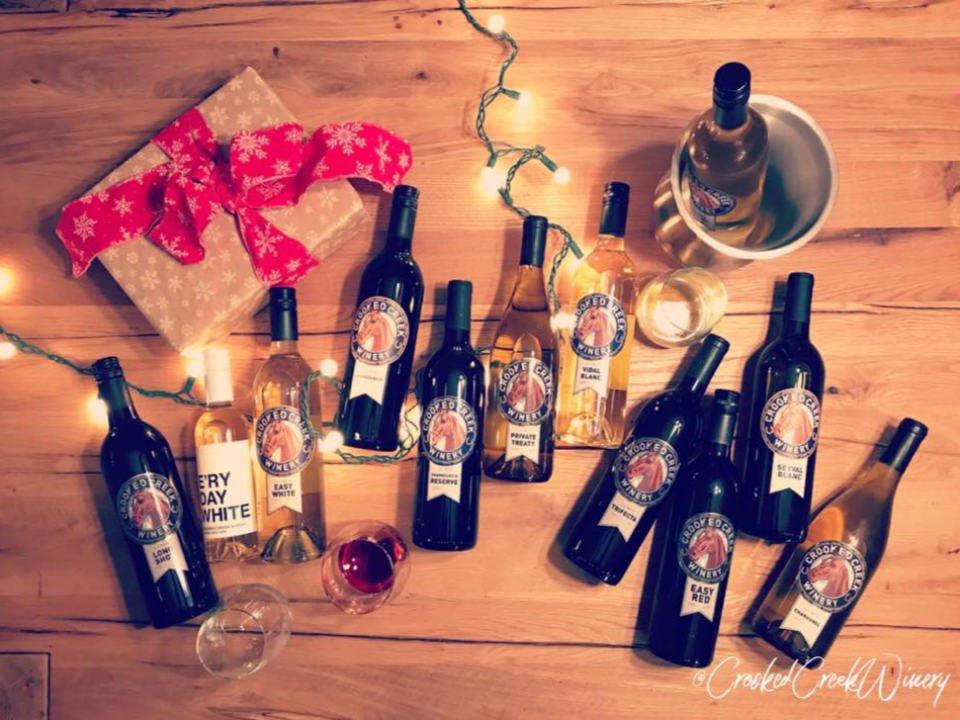 vignoble bouteilles de vin du vignoble couchées sur une table crooked creek winery centralia illinois états unis ulocal produits locaux achat local produits du terroir locavore touriste