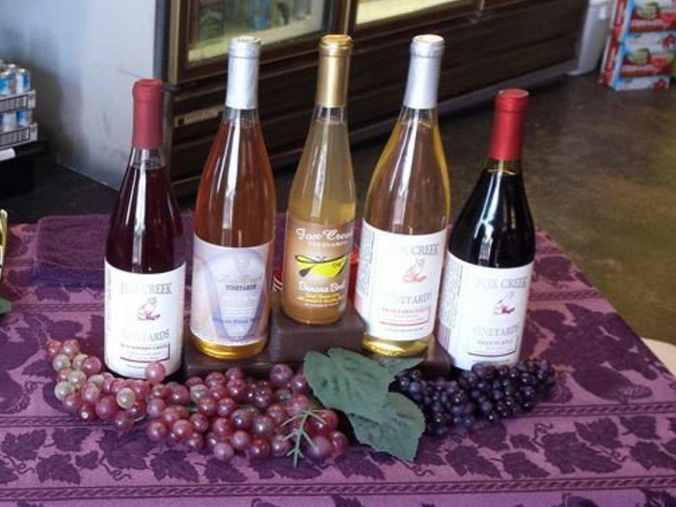 vignoble assortiment de bouteilles de vin du vignoble fox creek vineyards olney illinois états unis ulocal produits locaux achat local produits du terroir locavore touriste