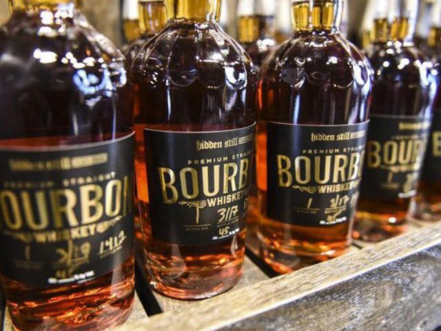 alcool bouteilles de bourbon hidden still spirits lebanon pennsylvanie états unis ulocal produits locaux achat local produits du terroir locavore touriste