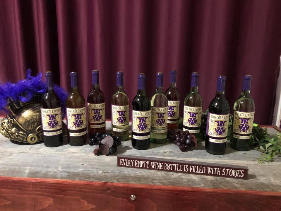 vignoble assortiment de bouteilles de vin du vignoble sur une table dans la salle de dégustation king cole winery schuylkill haven pennsylvanie états unis ulocal produits locaux achat local produits du terroir locavore touriste