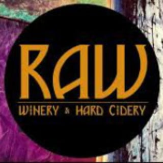 vignoble logo raw urban winery and hard cidery stroudsburg pennsylvanie états unis ulocal produits locaux achat local produits du terroir locavore touriste