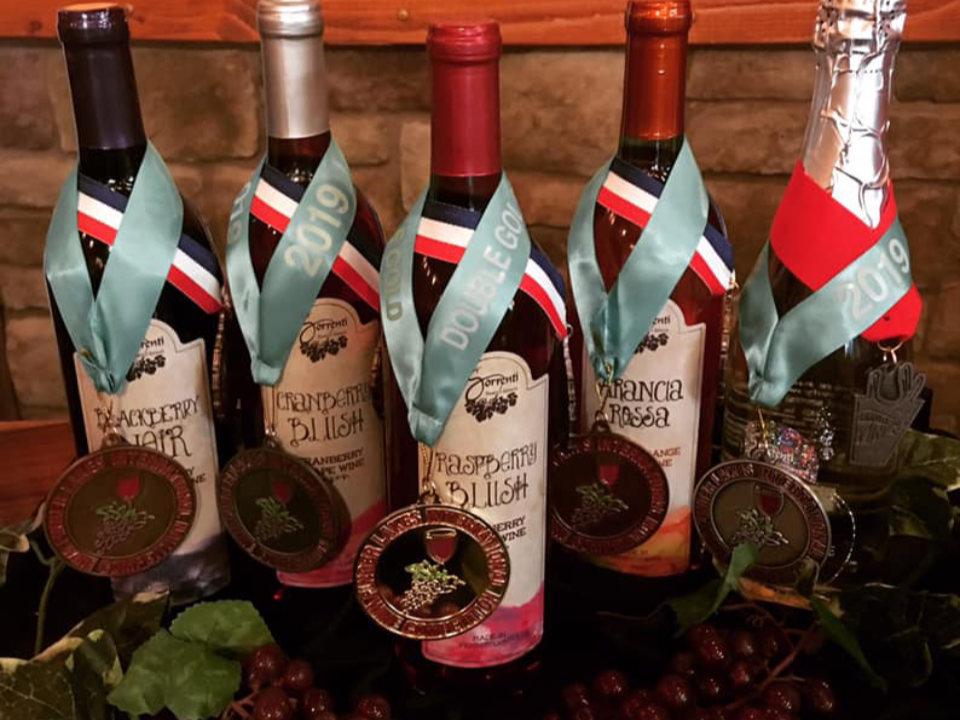 vignoble assortiment de bouteilles de vin primées du vignoble sorrenti cherry valley vineyard saylorsburg pennsylvanie états unis ulocal produits locaux achat local produits du terroir locavore touriste