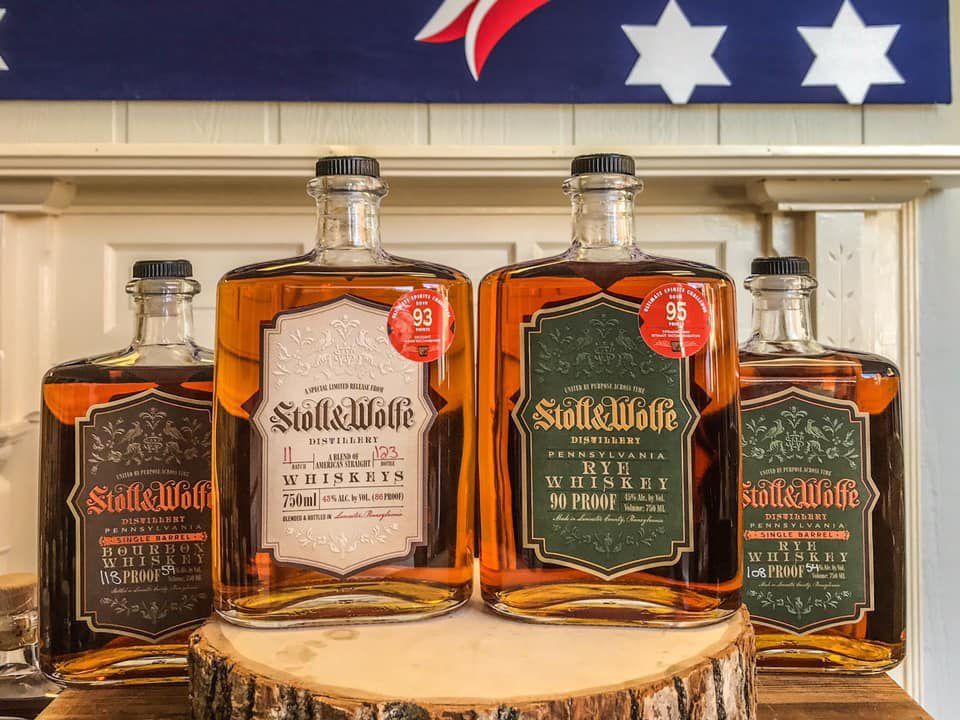 alcool assortiment de 4 bouteilles de whisky stoll and wolfe distillery lititz pennsylvanie états unis ulocal produits locaux achat local produits du terroir locavore touriste