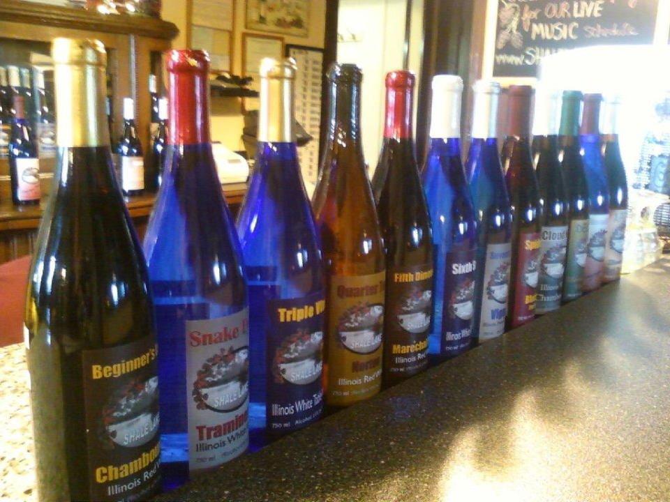 vignoble assortiment de bouteilles de vin de la vinerie the winery at shale lake staunton illinois états unis ulocal produits locaux achat local produits du terroir locavore touriste