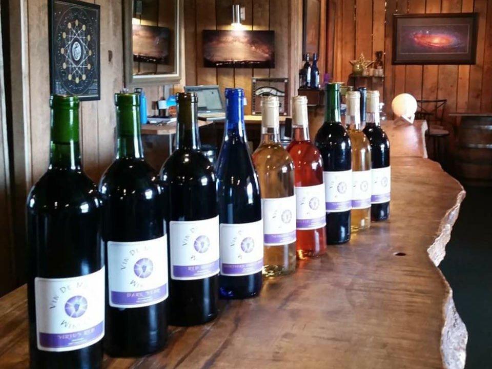 vignoble assortiment de bouteilles de vin du vignoble sur le bar de dégustations vin de matrix winery rockwood pennsylvanie états unis ulocal produits locaux achat local produits du terroir locavore touriste