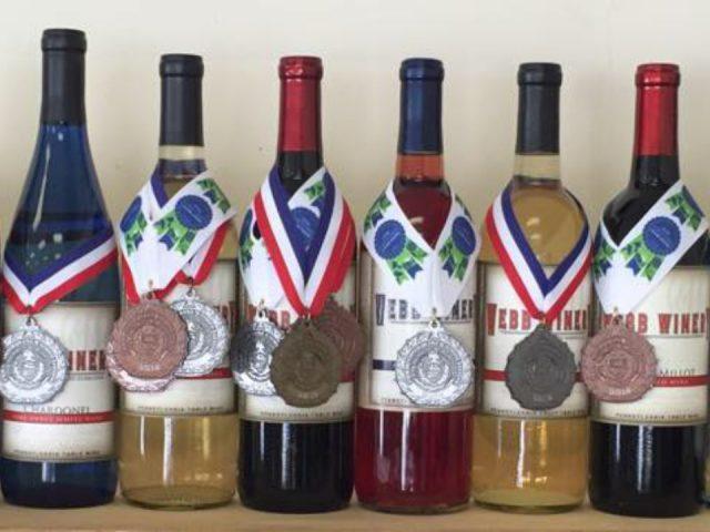 vignoble assortiment de bouteilles de vin primées du vignoble webb winery hermitage pennsylvanie états unis ulocal produits locaux achat local produits du terroir locavore touriste