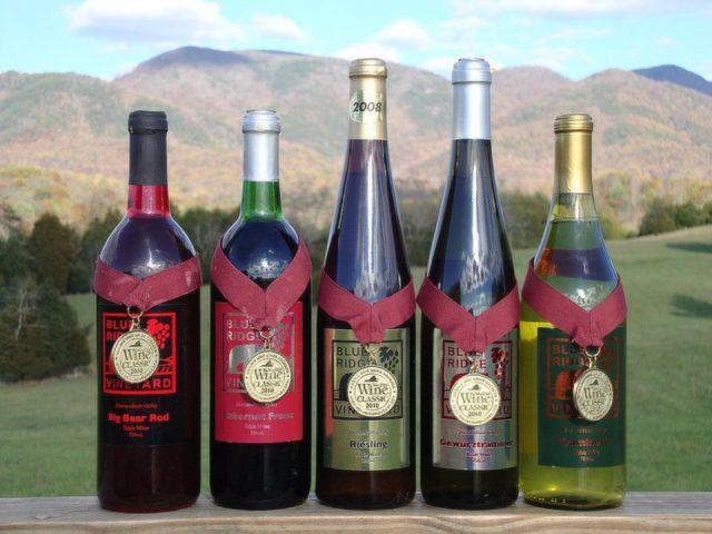 vignoble assortiment de 5 bouteille de vin primés du vignoble blue ridge vineyard eagle rock virginie états unis ulocal produits locaux achat local produits du terroir locavore touriste