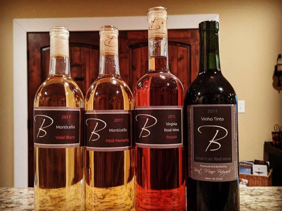 vignoble assortiment de bouteilles de vin du vignoble sur une table brent manor vineyards faber virginie états unis ulocal produits locaux achat local produits du terroir locavore touriste