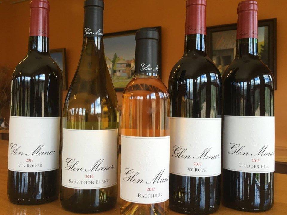 vignoble assortiment de bouteilles de vin sur le bar glen manor vineyards front royal virginie états unis ulocal produits locaux achat local produits du terroir locavore touriste