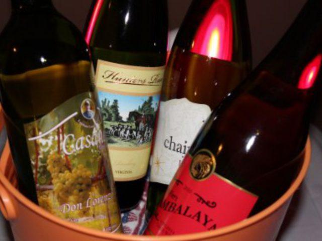vignoble assortiment de bouteilles de vin dans un seau en plastique hunters run wine barn hamilton virginie états unis ulocal produits locaux achat local produits du terroir locavore touriste